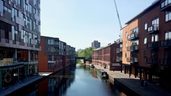 The Mailbox (left) pictured along the Birmingham Canal at the Gas Street Basin. - Sputnik International