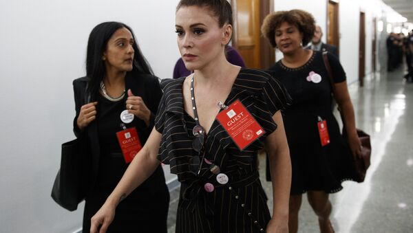Actress Alyssa Milano walks to a Senate Judiciary Committee hearing after a break on Capitol Hill in Washington, Thursday, Sept. 27, 2018, with Christine Blasey Ford and Supreme Court nominee Brett Kavanaugh - Sputnik International