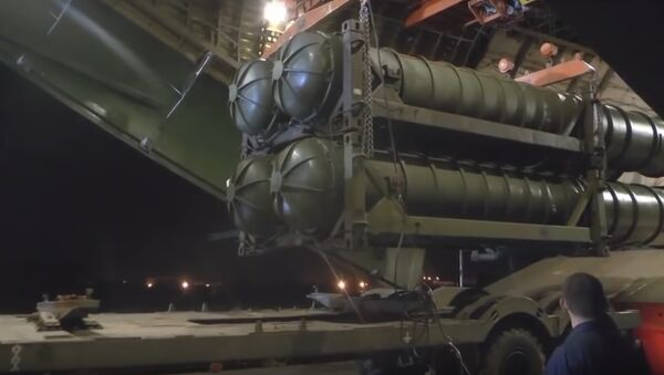 Footage of Russian S-300 Missile Systems Being Delivered to Syria - Sputnik International