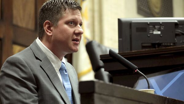Chicago police Officer Jason Van Dyke takes the stand on Tuesday, Oct. 2, 2018, during his first degree murder trial for the shooting death of Laquan McDonald at the Leighton Criminal Court Building in Chicago. - Sputnik International