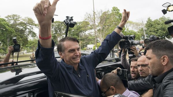Presidential frontrunner Jair Bolsonaro, of the Social Liberal Party, flashes thumbs up to supporters after voting at a polling station in Rio de Janeiro, Brazil, Sunday, Oct. 7, 2018. - Sputnik International