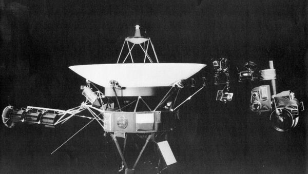 This is a handout photo from the Jet Propulsion Lab in Passadena, Calif., showing the Voyager 2 spacecraft. On right side of the craft is girder-like boom which holds science project equipment and imaging camera. The platform at far end of the boom apparently got stuck-perhaps caused by a collision with particles from Saturn's rings, limitting movement of some of the equipmen, according to JPL scientists. (AP-Photo/HO) 26.8.1981 - Sputnik International