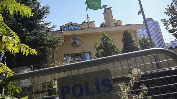 Turkish police barriers block the road leading to the Saudi Arabia consulate in Istanbul, Sunday, Oct. 7, 2018 - Sputnik International