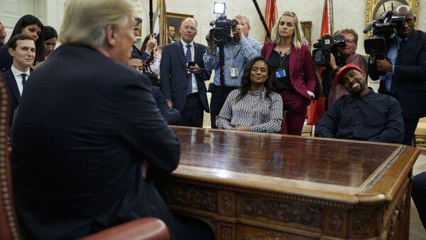 President Donald Trump meets with rapper Kanye West. - Sputnik International