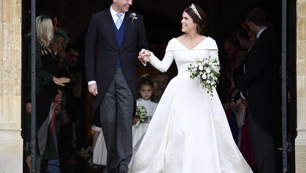 Britain's Princess Eugenie and Jack Brooksbank leave St George's Chapel after their wedding at Windsor Castle, near London, England, Friday Oct. 12, 2018. - Sputnik International