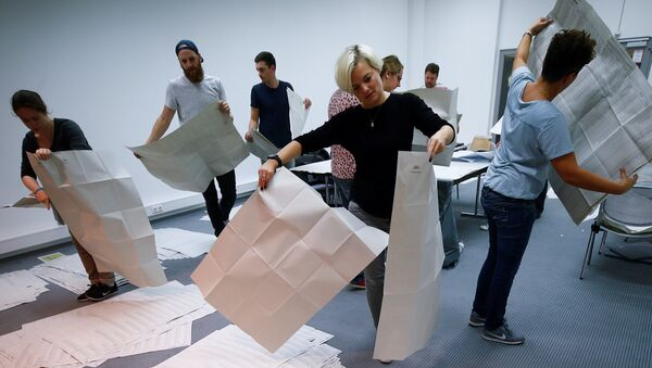 Electoral officials sort ballot papers after the conclusion of voting in the Bavarian state election in Munich, Germany - Sputnik International