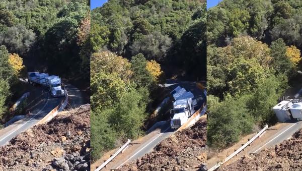 'You Ain't Gonna Make It!': US Trucker Ignores Sign, Tumbles Down Mountain - Sputnik International