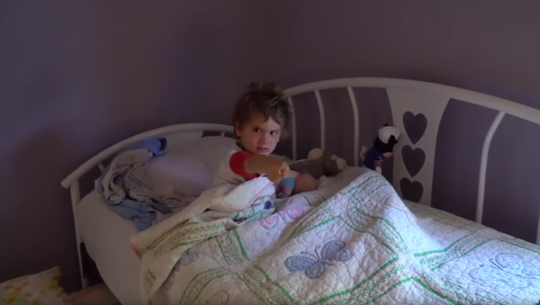 Birthday Boy Unleashes Unexpected Reaction to Breakfast in Bed - Sputnik International