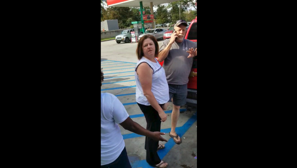 Woman dubbed Gas Station Gail calls cops on Stop The Violence marchers purchasing drinks at convenience store - Sputnik International