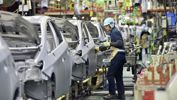 People work on the production line of the Toyota Motor Prius at the company's Tsutsumi plant in Toyota, Aichi prefecture on December 4, 2014 - Sputnik International