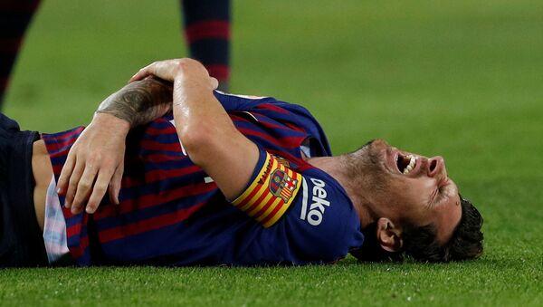 Barcelona's Lionel Messi after sustaining an injury in Barcelona's La Liga clash with Sevilla at Camp Nou on October 20, 2018 - Sputnik International