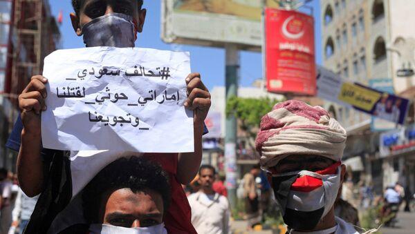 Protesters demonstrate against the deteriorating economy in Taiz, Yemen, October 4, 2018. - Sputnik International