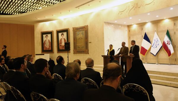 Philippe Bonnecarrere (R),president of France-Iran Friendship Group at the French Senate, Kazem Jalali (C), president of France-Iran Friendship Group at Iran's Parliament and Delphine O (L), president of France-Iran Friendship Group at the French National Assembly, give a joint press conference in the Iranian capital Tehran on October 21, 2018 - Sputnik International
