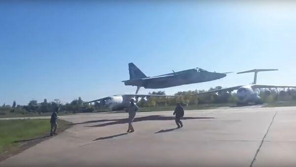 Ukrainian fighter jet extra low pass - Sputnik International