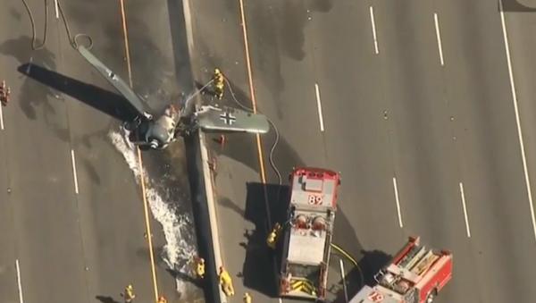Plane crashes on southern California highway. - Sputnik International
