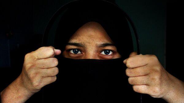 A woman wearing a hijab - Sputnik International