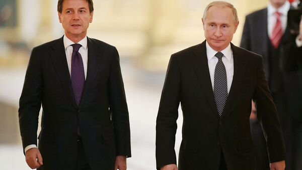 Russian President Vladimir Putin and Italian Prime Minister Giuseppe Conte are holding a joint press conference. - Sputnik International