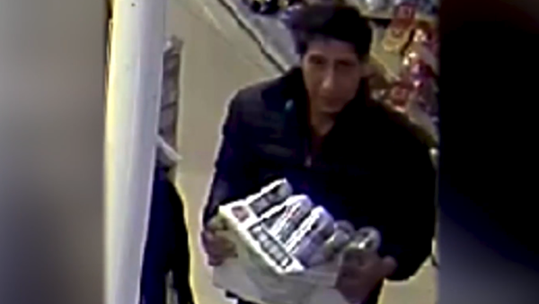 Blackpool Police release a photo of a suspect who looks a lot like American actor David Schwimmer - Sputnik International