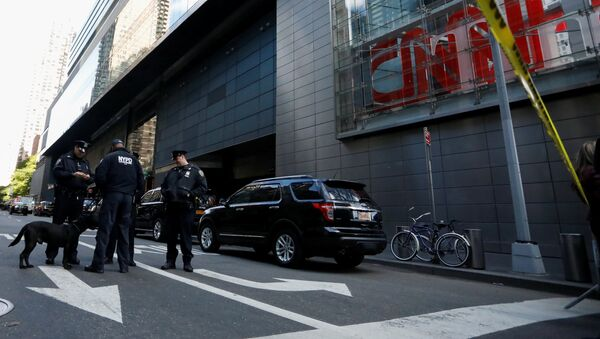 Members of the New York Police Department are seen outside the Time Warner Center after a suspicious package was found inside the CNN Headquarters in Manhattan - Sputnik International