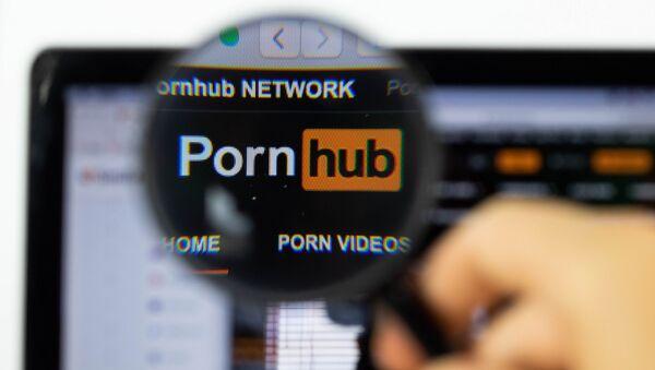 Pornhub logo on a computer screen with a magnifying glass - Sputnik International