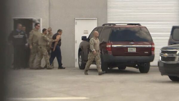 FBI officers escort Cesar Altieri Sayoc into a waiting SUV at FBI headquarters after arresting him in connection with an investigation into a string of parcel bombs, in Miramar, Florida, U.S. October 26, 2018. - Sputnik International