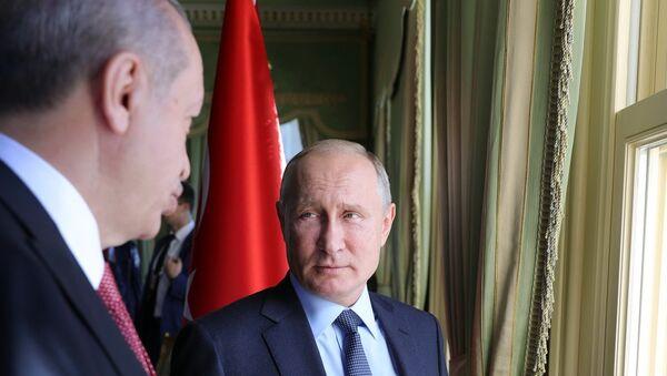 Russian President Vladimir Putin and Turkish President Recep Tayyip Erdogan (left) during a meeting on Syria, October 27, 2018. - Sputnik International