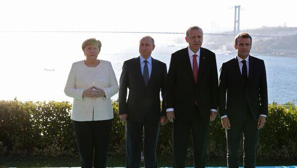 Russian President Vladimir Putin, German Chancellor Angela Merkel, Turkish President Recep Tayyip Erdogan (second from right) and French President Emmanuel Macron (right) during the meeting on Syria in Istanbul, October 27, 2018. - Sputnik International