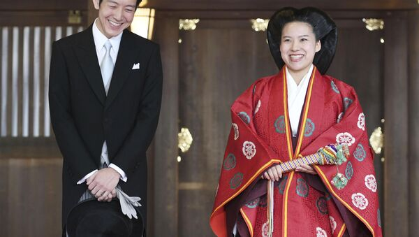 Japanese Princess Ayako (R) and her husband Kei Moriya answer reporters' questions after their wedding ceremony at the Meiji Shrine in Tokyo, Japan, in this photo released by Kyodo on October 29, 2018. - Sputnik International