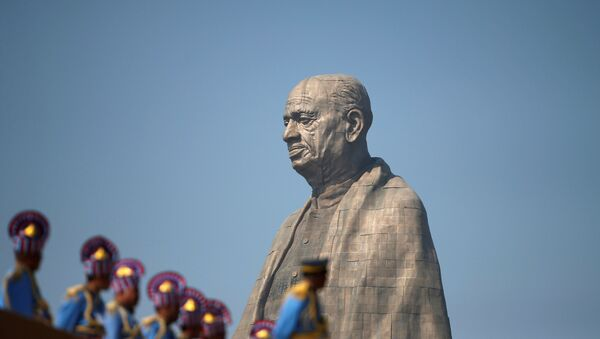 Police officers stand near the Statue of Unity portraying Sardar Vallabhbhai Patel, one of the founding fathers of India, during its inauguration in Kevadia, in the western state of Gujarat, India, October 31, 2018 - Sputnik International