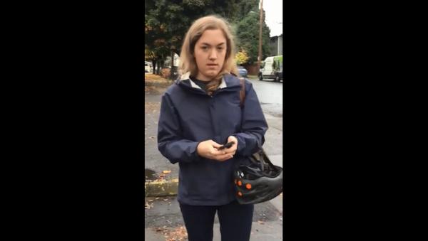 Oregon woman filmed calling the authorities on couple over their parking job - Sputnik International
