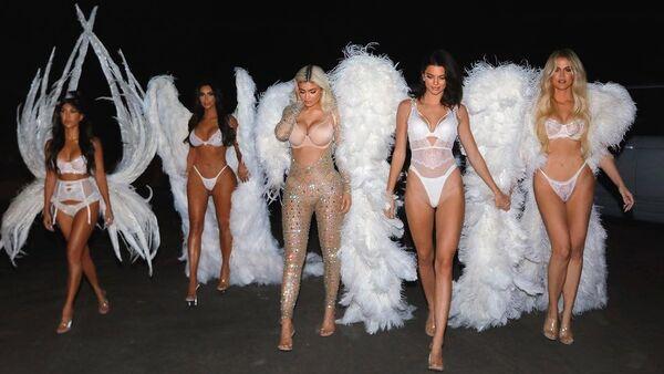 Kourtney, Kim and Khloe Kardashian; Kylie and Kendall Jenner on October 31, 2018. kimkardashian@Instagram - Sputnik International