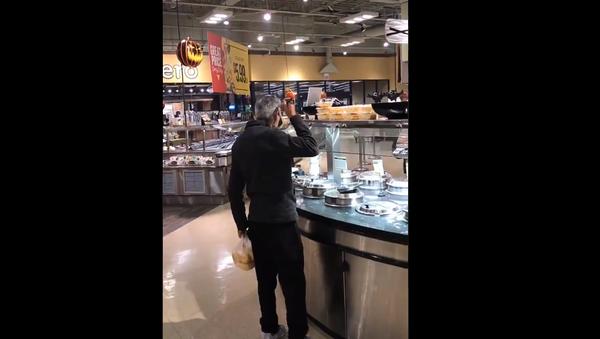 No Soup For You!: US Man Nonchalantly Sips Soup From Store's Hot Bar - Sputnik International