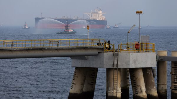 An oil tanker approaches a new jetty during the launch of the new $650 million oil facility in Fujairah, United Arab Emirates - Sputnik International