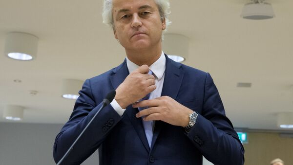 Populist anti-Islam lawmaker Geert Wilders prepares to address judges at the high-security court near Schiphol Airport, Amsterdam, Wednesday, Nov. 23, 2016, during his hate-speech trial that pits freedom of expression against the Netherlands' anti-discrimination laws - Sputnik International