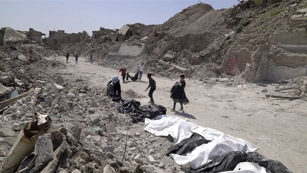 In this image made from video taken on Monday, April 9, 2018, bodies are recovered by volunteers in Mosul's Old City - Sputnik International