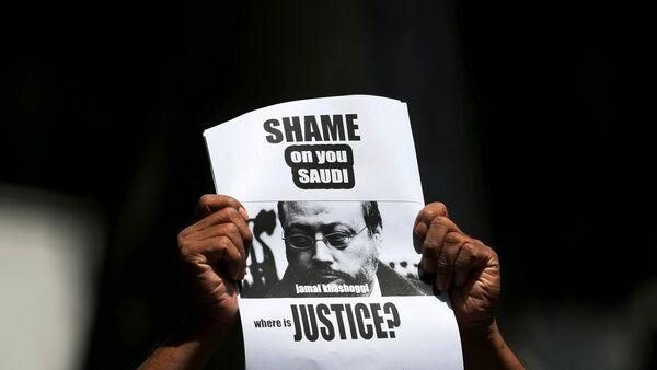 A member of Sri Lankan web journalist association holds a placard during a protest condemning the murder of slain journalist Jamal Khashoggi in front of the Saudi Embassy in Colombo, Sri Lanka October 25, 2018 - Sputnik International