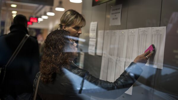 A woman looks at a list inside a state unemployment office, in Pamplona northern Spain on Thursday, Jan. 23, 2014. - Sputnik International