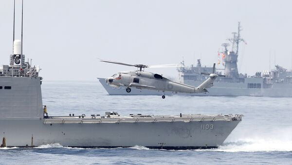 A Taiwan Navy S70 helicopter takes off from the stern of a Perry-class frigate during a navy exercise in the bound of Suao naval station in Yilan County, northeast of Taiwan, Friday, April 13, 2018 - Sputnik International