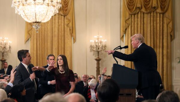 A White House staff member reaches for the microphone held by CNN's Jim Acosta as he questions U.S. President Donald Trump during a news conference following Tuesday's midterm U.S. congressional elections at the White House in Washington, U.S., November 7, 2018 - Sputnik International