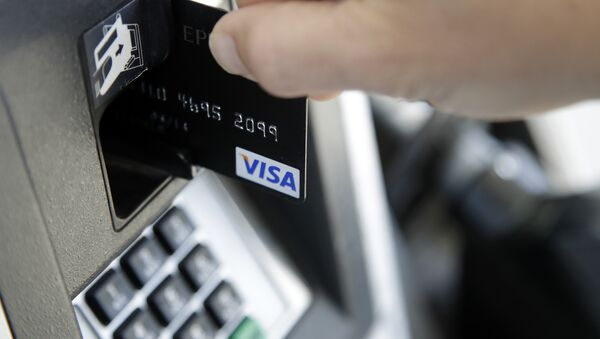 a customer inserts a credit card to buy gas - Sputnik International