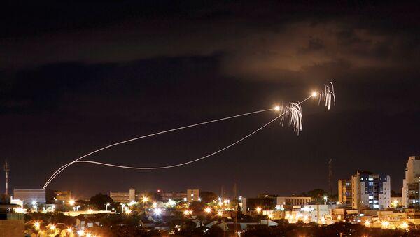 Israeli Iron Dome anti-missile system fires interception missiles - Sputnik International