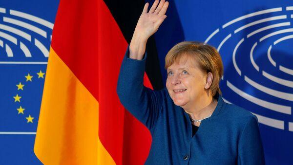 German Chancellor Angela Merkel waves as she arrives to address the European Parliament in Strasbourg, France, November 13, 2018 - Sputnik International