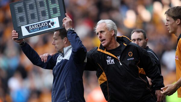 Wolves manager Mick McCarthy tries to stop a substitution during a Premier League match - Sputnik International