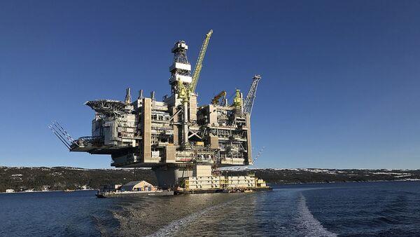 Oil Platform - Sputnik International
