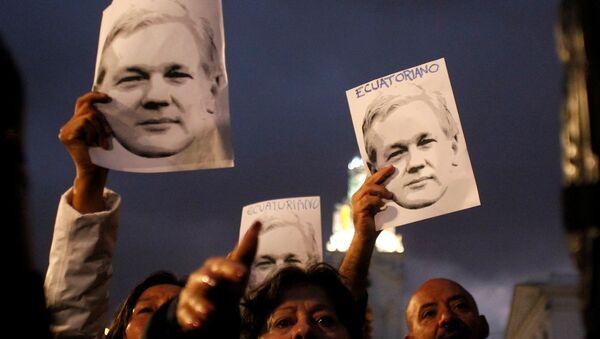 Supporters of WikiLeaks founder Julian Assange - Sputnik International