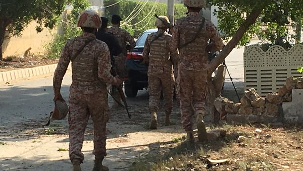 Paramilitary forces and police are seen during an attack on the Chinese embassy, where blasts and shots are heard, in Karachi, Pakistan November 23, 2018. - Sputnik International