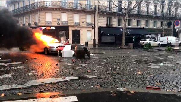 Yellow Vests protests in Paris on December 1, 2018 - Sputnik International