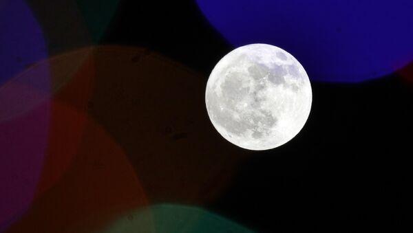 The full moon rises behind holiday lights on Thanksgiving in Lawrence, Kansas, US, Thursday, 22 November 2018. - Sputnik International