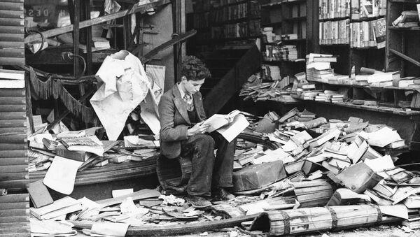 a boy sits amid the ruins of a London bookshop following an air raid on Oct. 8, 1940 - Sputnik International