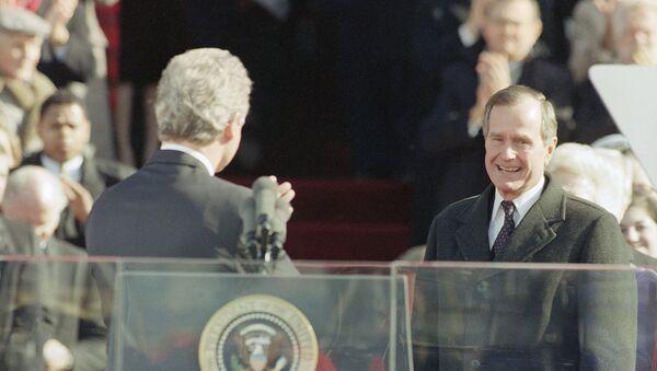 Pres. Bill Clinton, left, gestures toward former Pres. George H. W. Bush after giving his inaugural speech on Capitol Hill, Wednesday, Jan. 21, 1993, Washington, Washington, D.C - Sputnik International